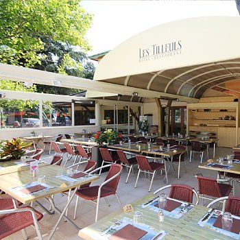 Les Tilleuls Restaurant retractable patio covers by litra